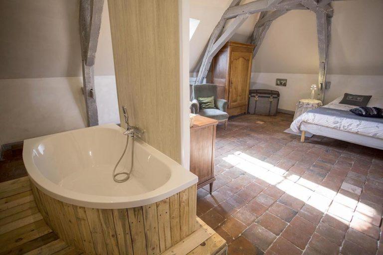 Chambre d'hôtes - Manoir de la Blonnerie - Vue de la salle de bain Golden
